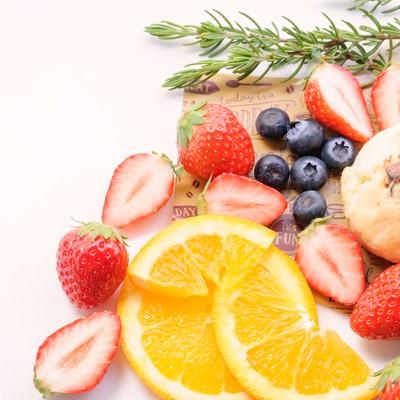 「フルーツ盛りだくさん」の写真素材