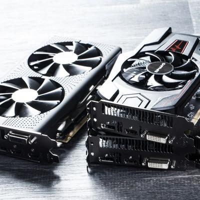 「GPUマイニング用の複数台のグラフィックボード」の写真素材