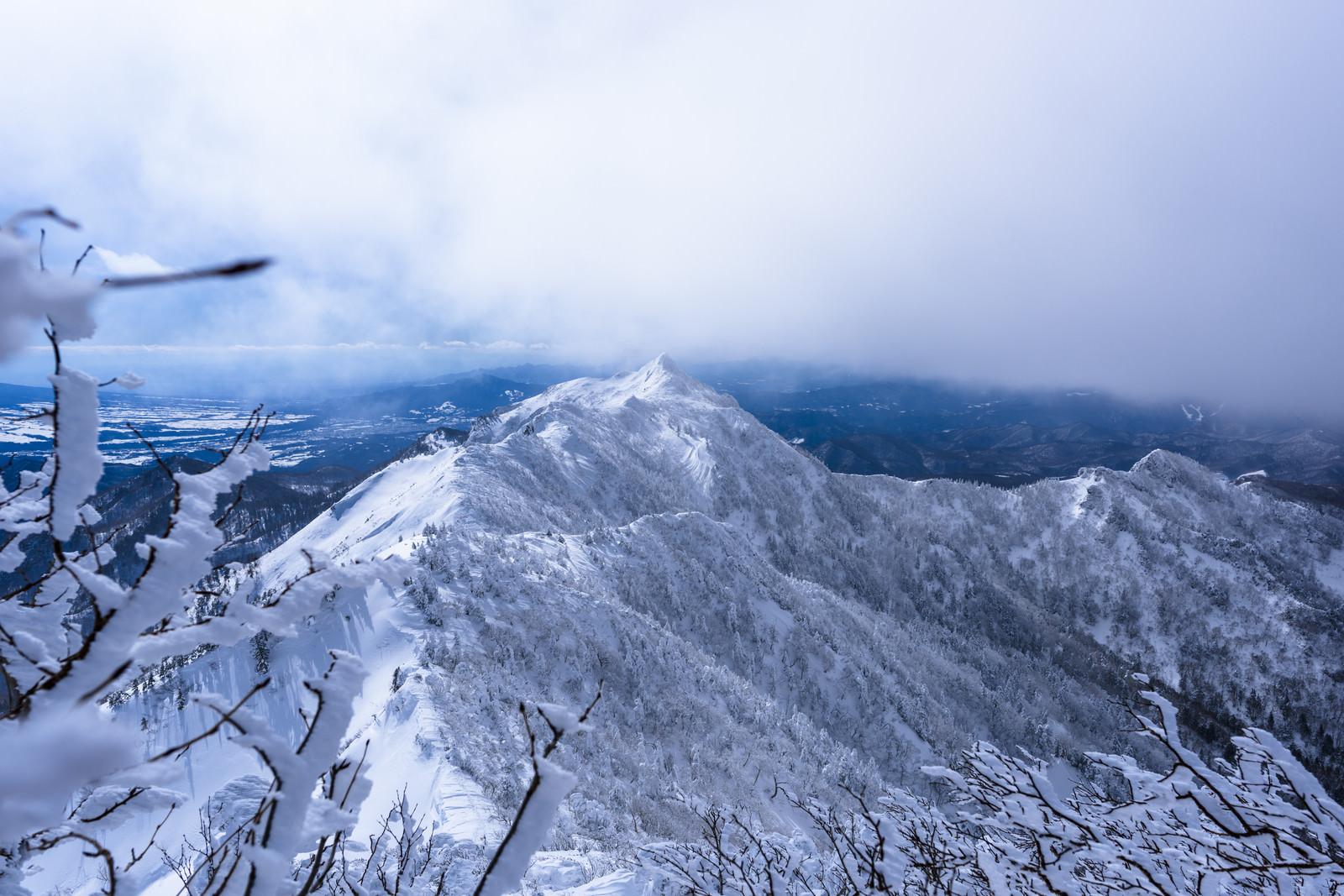 「上州武尊山から見る剣ヶ峰」の写真