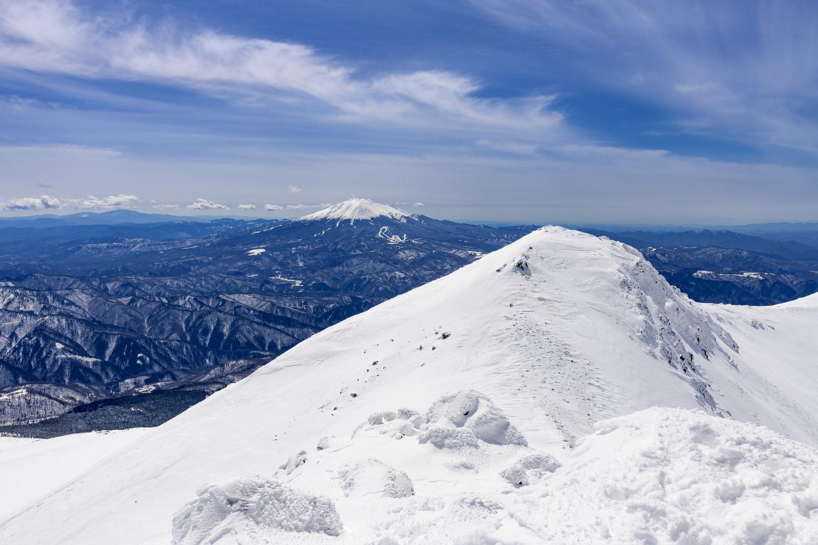 「乗鞍岳山頂から眺める御嶽山」の写真