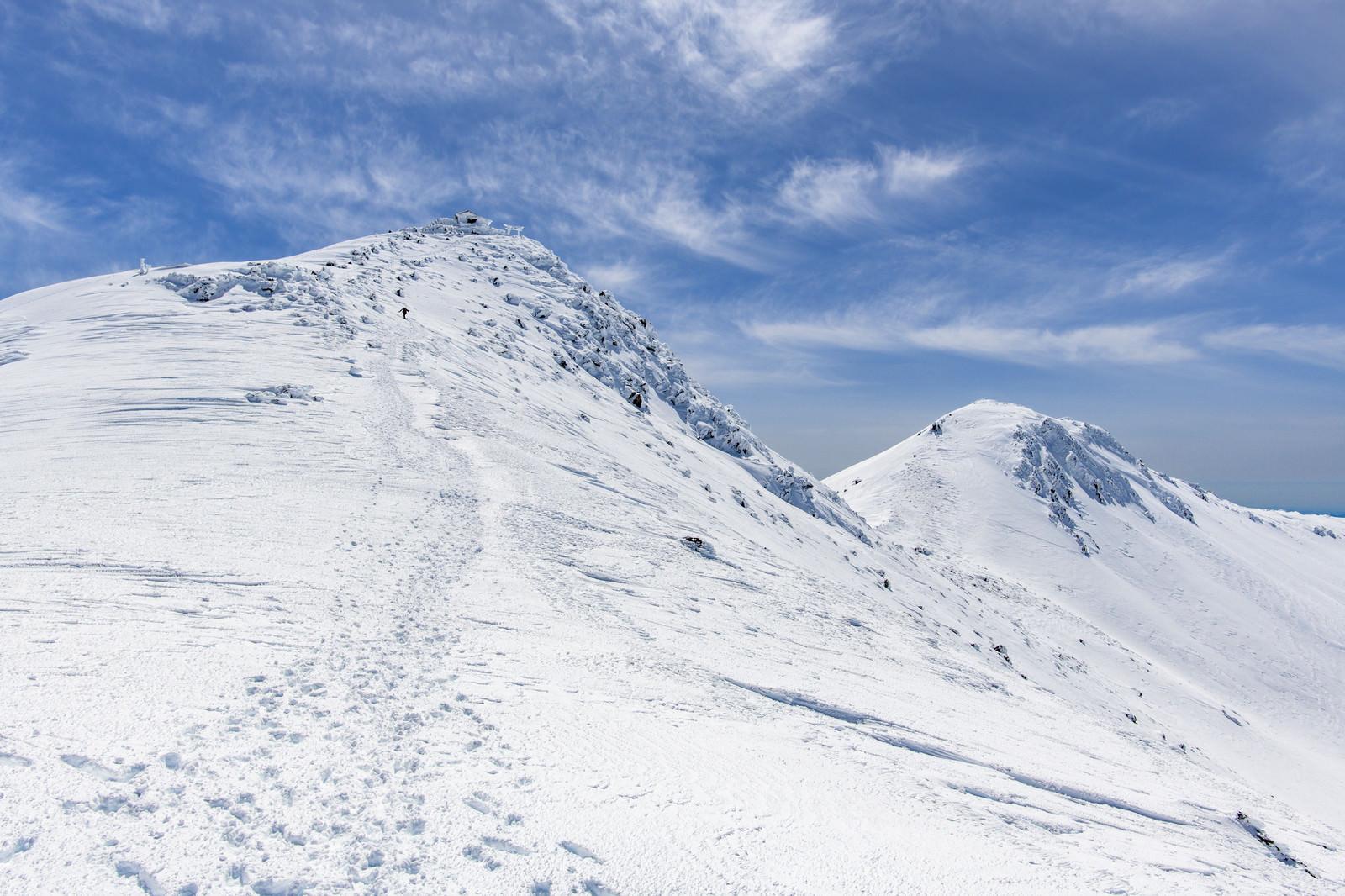 「乗鞍岳山頂へと続くトレース」の写真