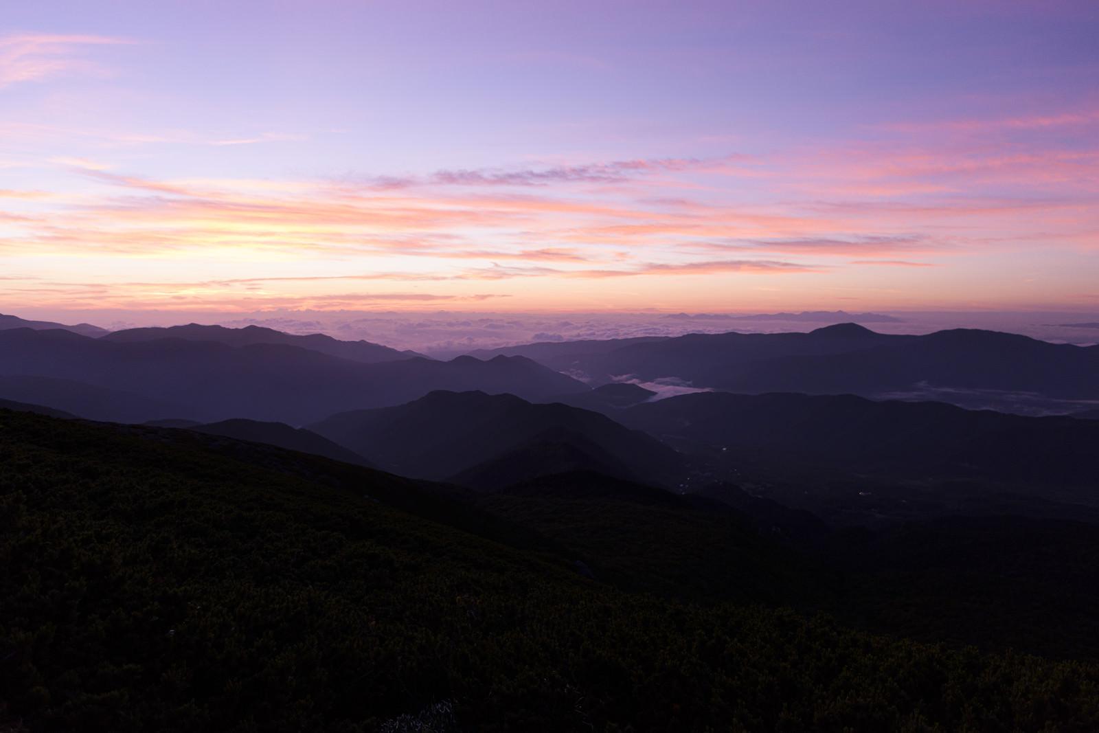 「朝焼け前の乗鞍岳からの遠望」の写真
