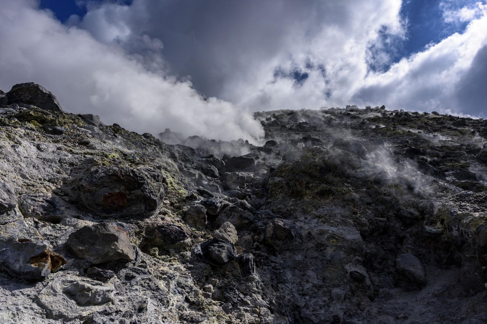 「モクモクと奮起が沸き立つ那須茶臼岳(ちゃうすだけ)」の写真