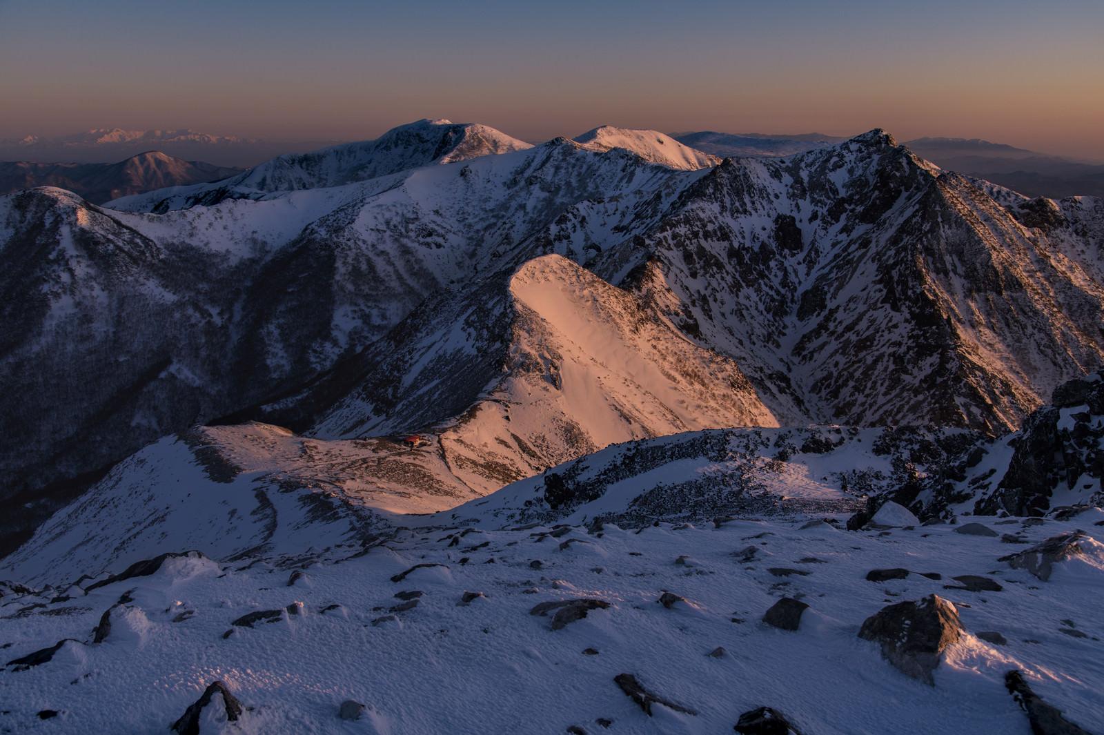 「朝焼けに染まる那須連山(那須岳)」の写真