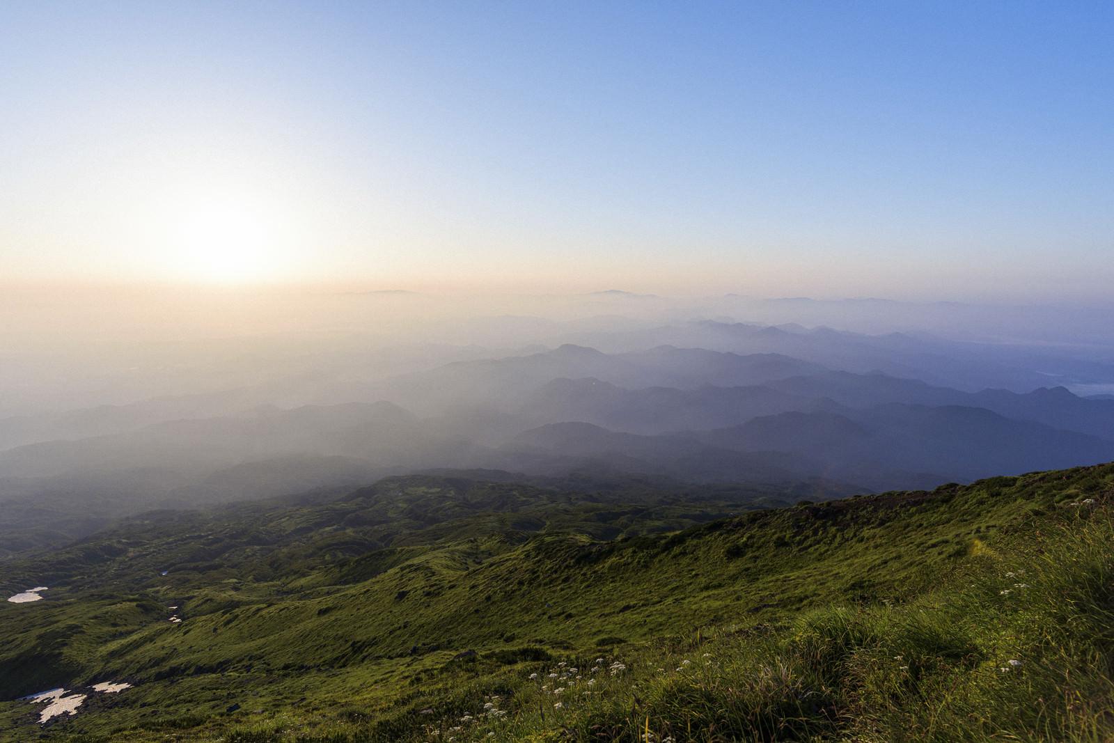 「鳥海山七高山から見る夜明け」の写真