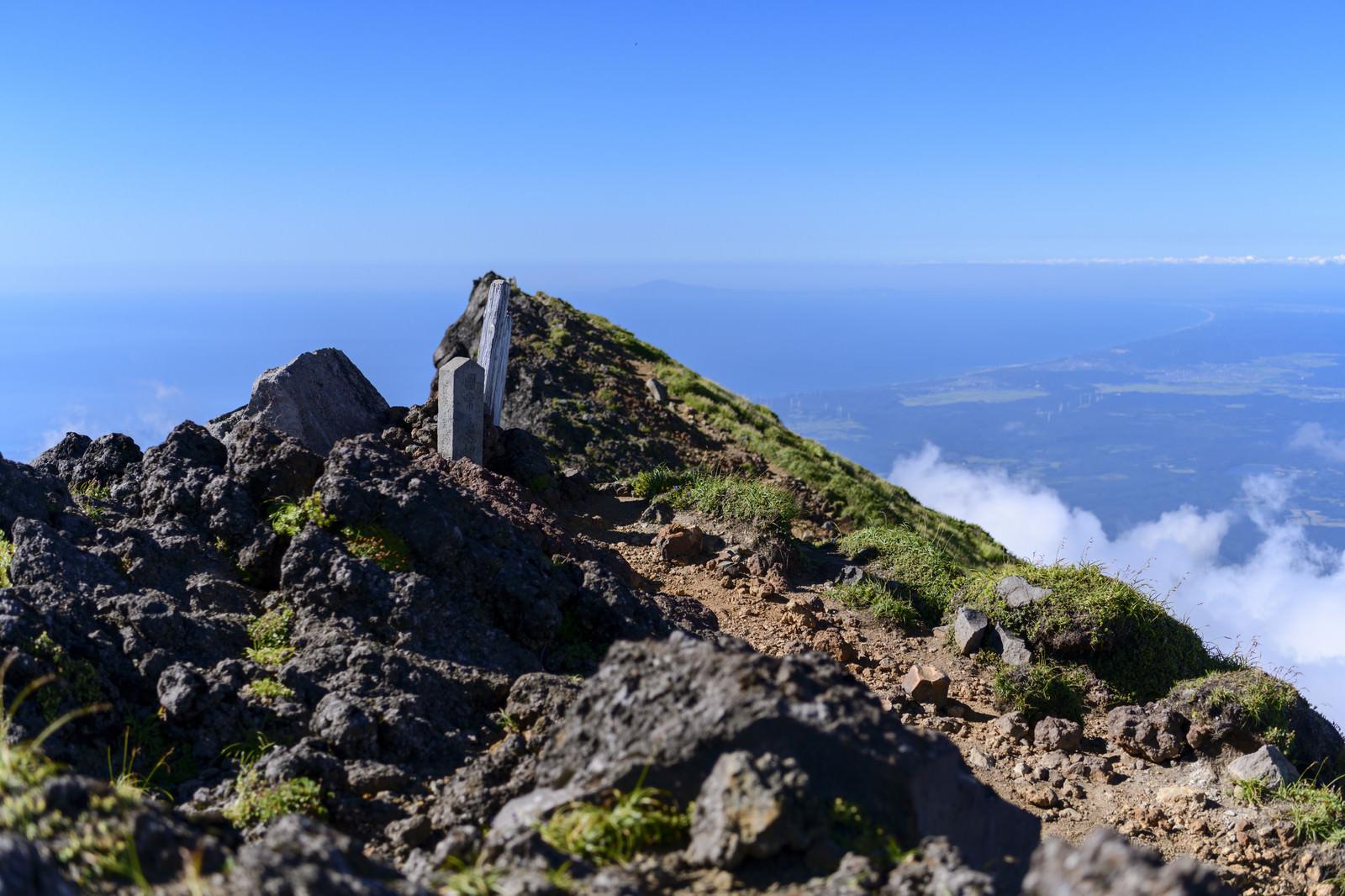 「鳥海山外輪七高山付近の景色」の写真