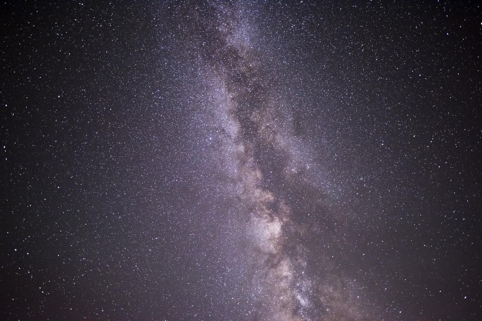 「鳥海山山頂で撮影した天の川」の写真