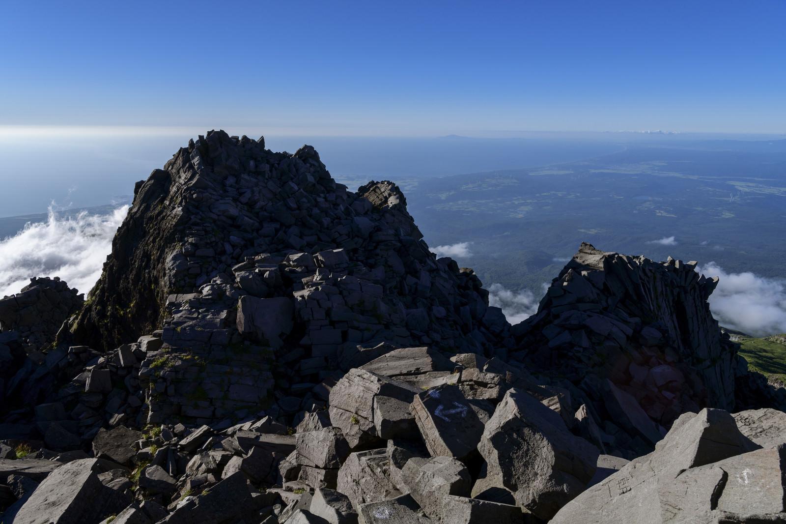 「鳥海山山頂新山からの景色」の写真