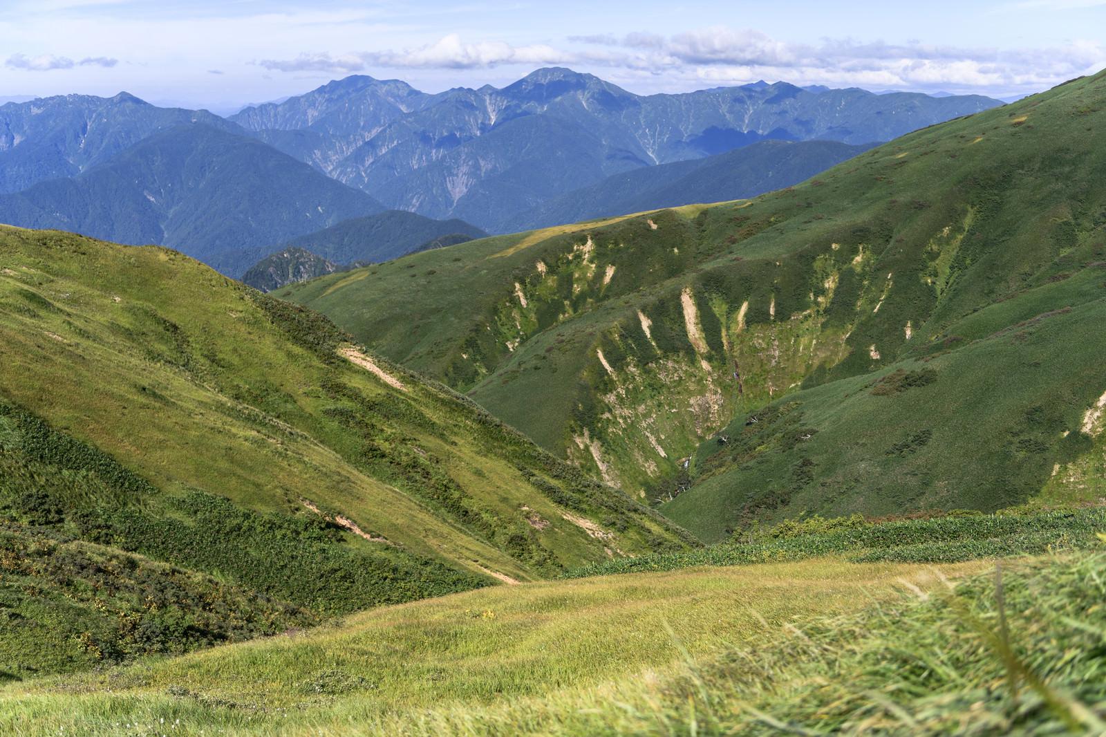 「巻機山の大きな谷と越後駒ヶ岳たち」の写真