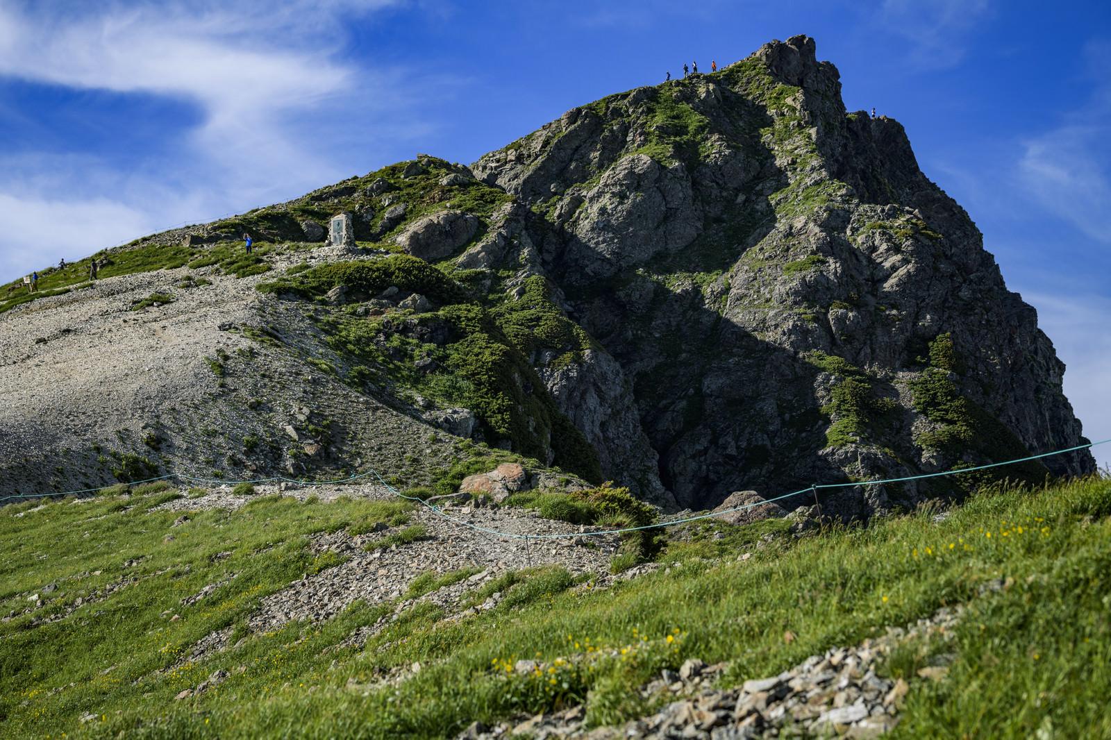 「白馬岳山頂と登山者」の写真