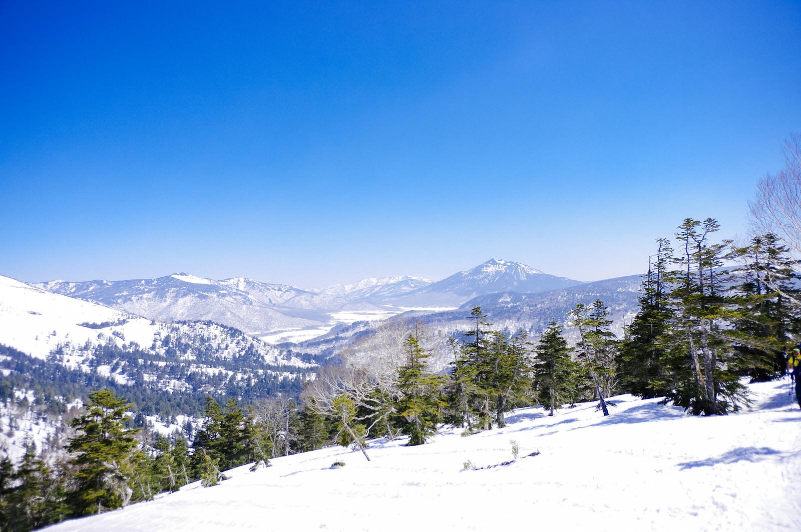 「GW近くだが雪に包まれる至仏山と尾瀬」の写真