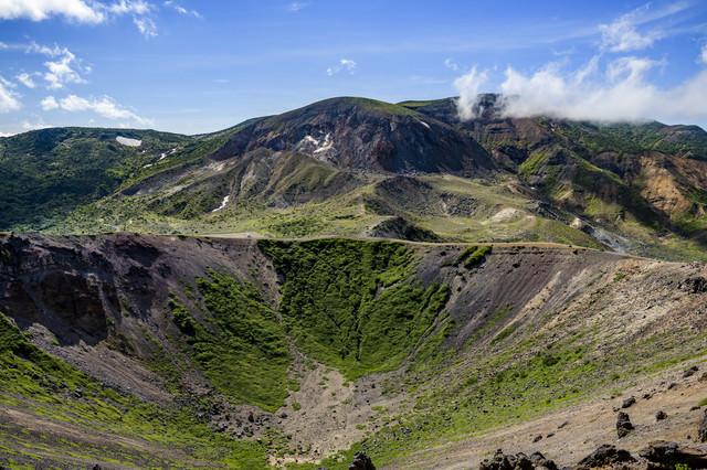 吾妻小富士から見る一切経山(吾妻連峰)の写真