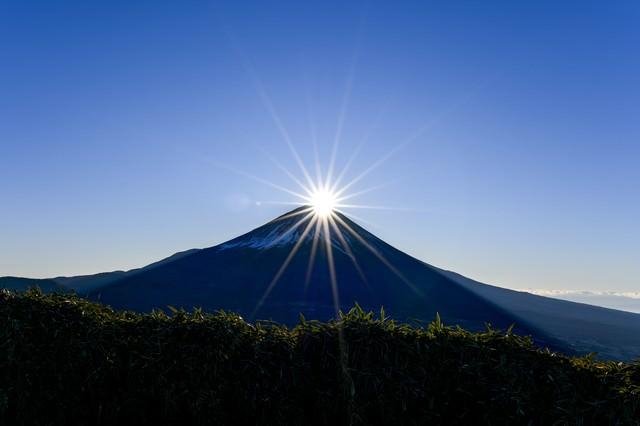 竜ヶ岳から見るダイヤモンド富士の写真