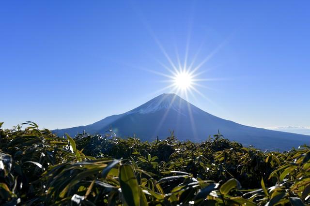 富士山頂から昇る太陽(竜ヶ岳)の写真