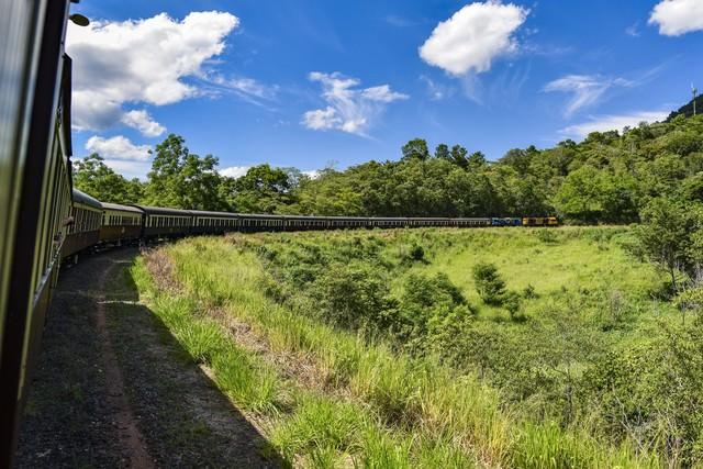 キュランダ鉄道のカーブの写真