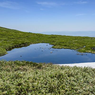 焼石岳にあるハート形の池の写真