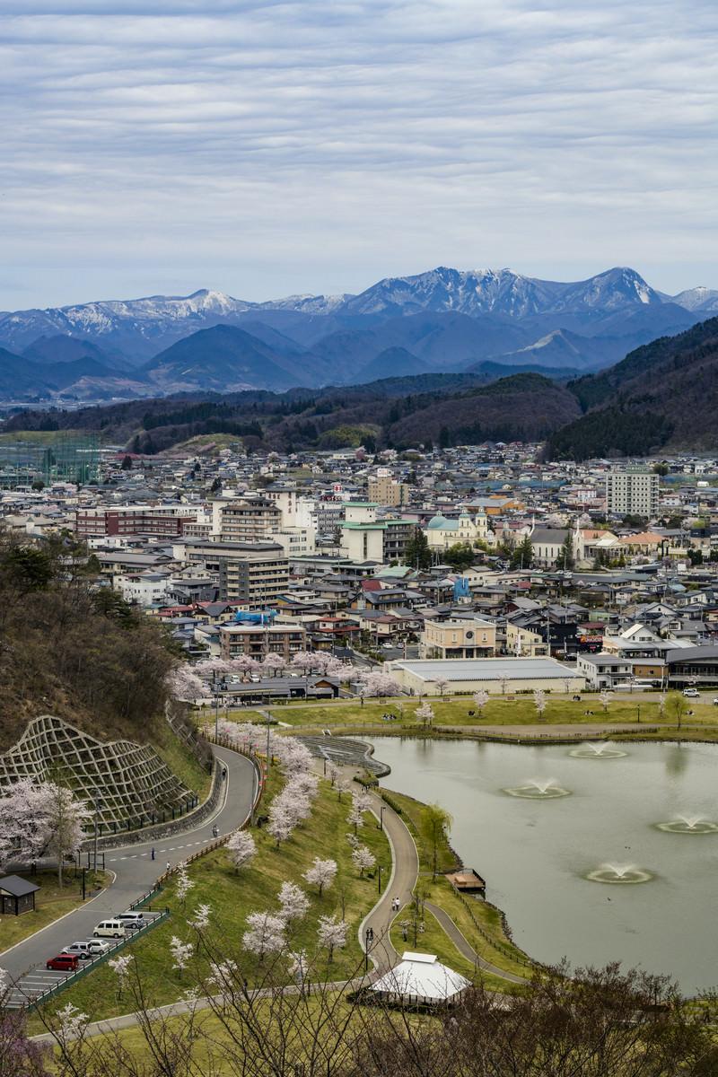 「舞鶴山から俯瞰する天童市内と奥羽山脈」の写真
