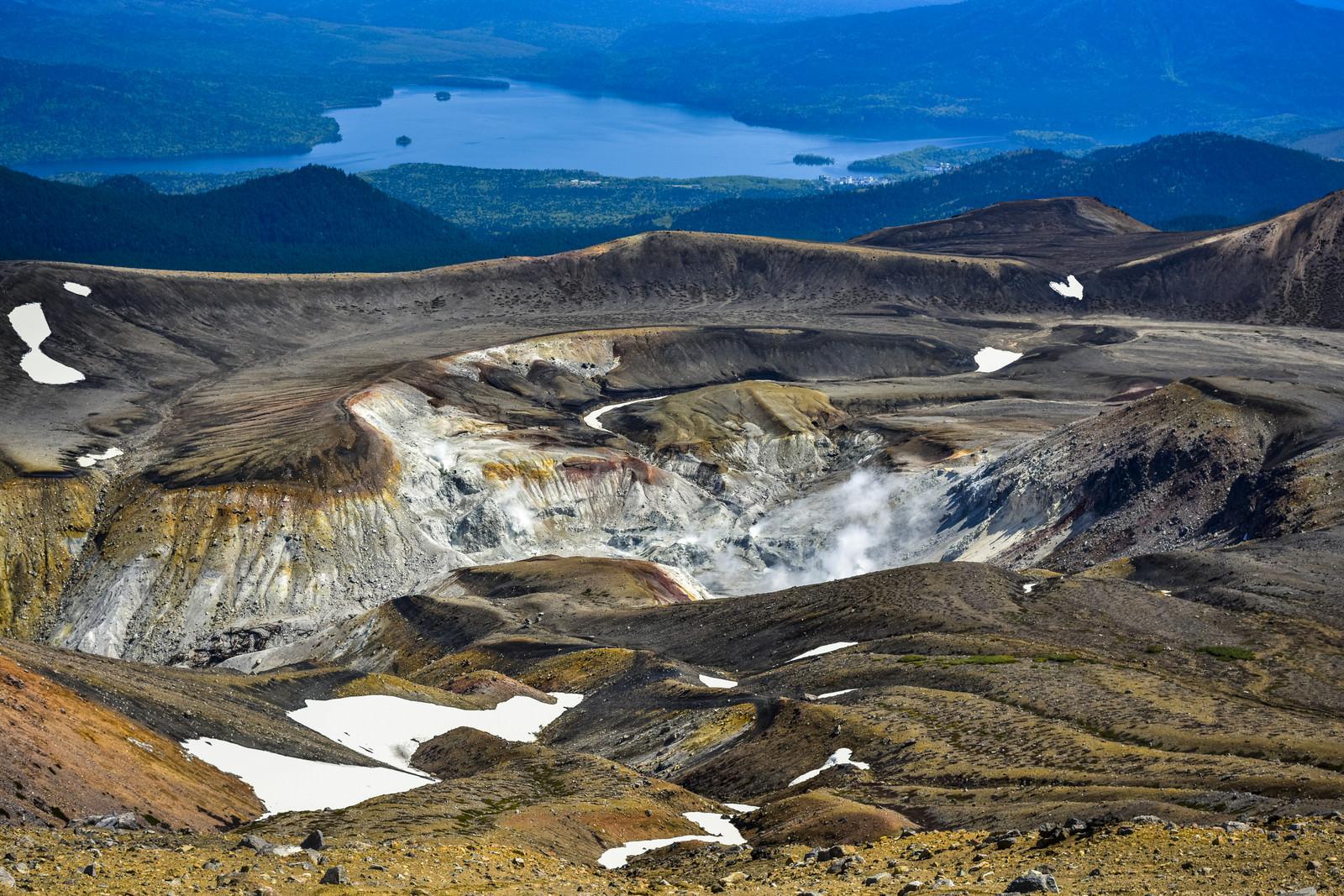 「阿寒湖周辺を一望する景色」の写真