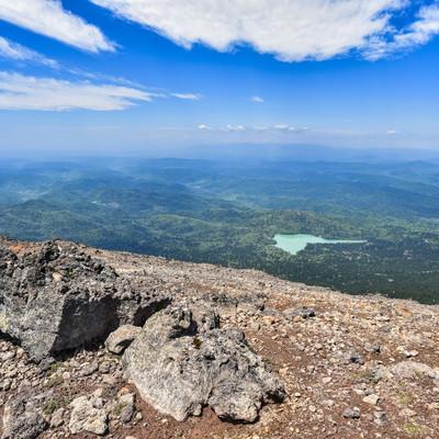 阿寒富士から眺めるオンネトーと北海道の大地の写真