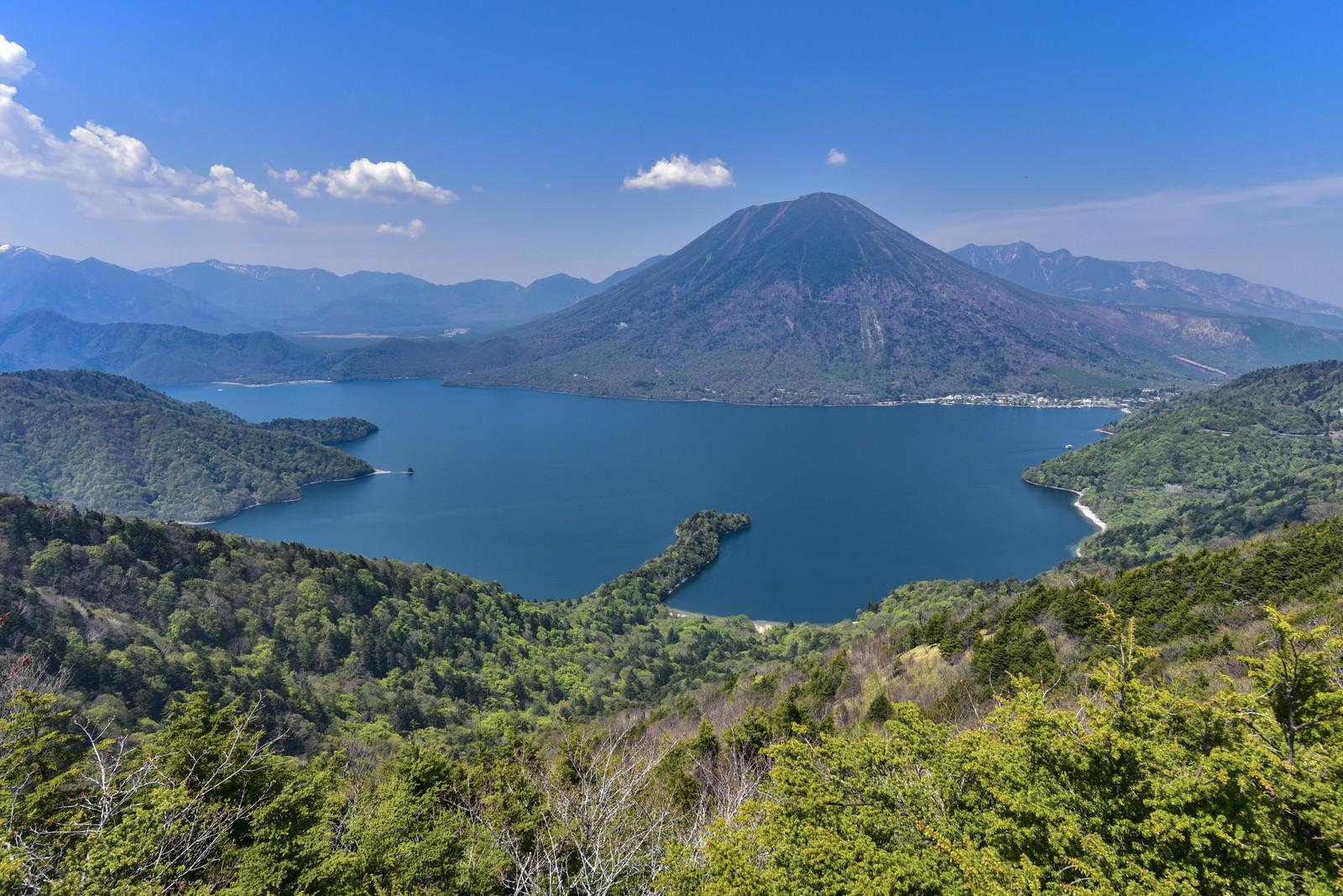 「半月山から見る中禅寺湖と男体山(栃木県日光市)」の写真