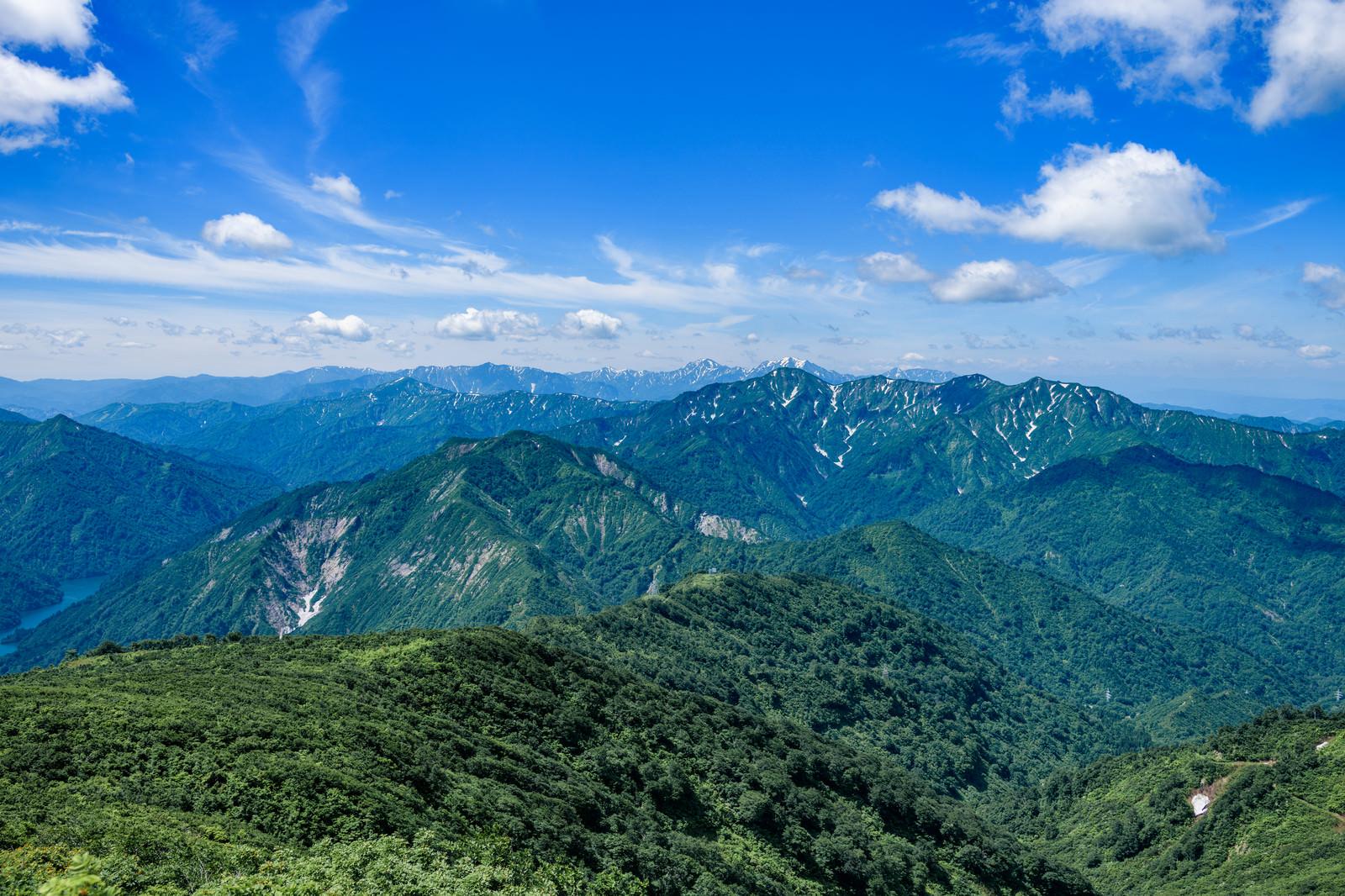 「浅草岳から見る風景と守門岳(福島県)」の写真