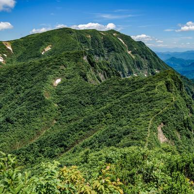 浅草岳の稜線(越後山脈)の写真