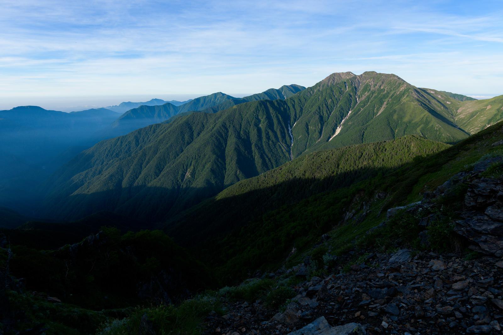 「朝日を浴びる赤石岳(南アルプス)」の写真