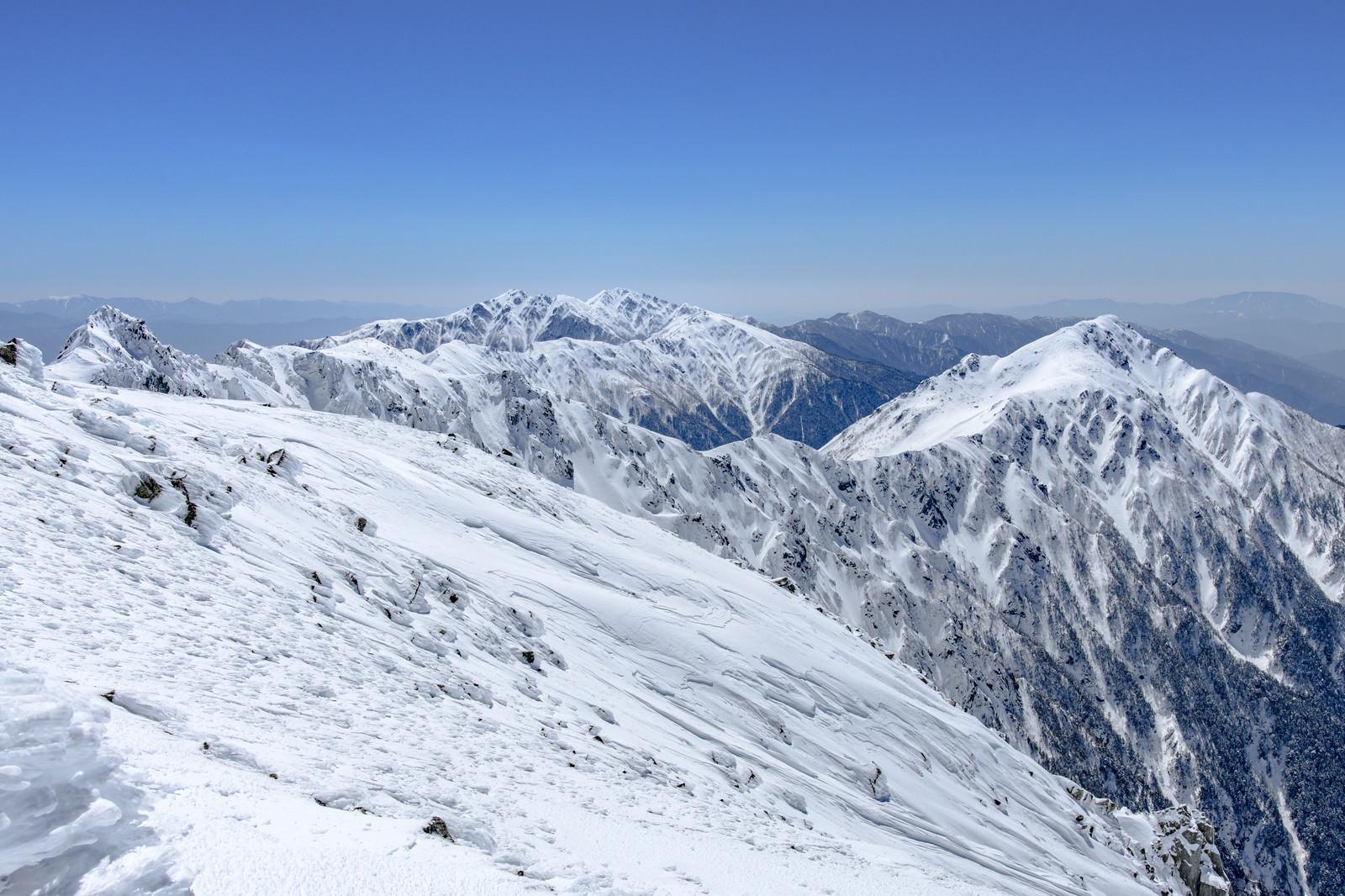 「三ノ沢岳と空木岳方面の眺め」の写真