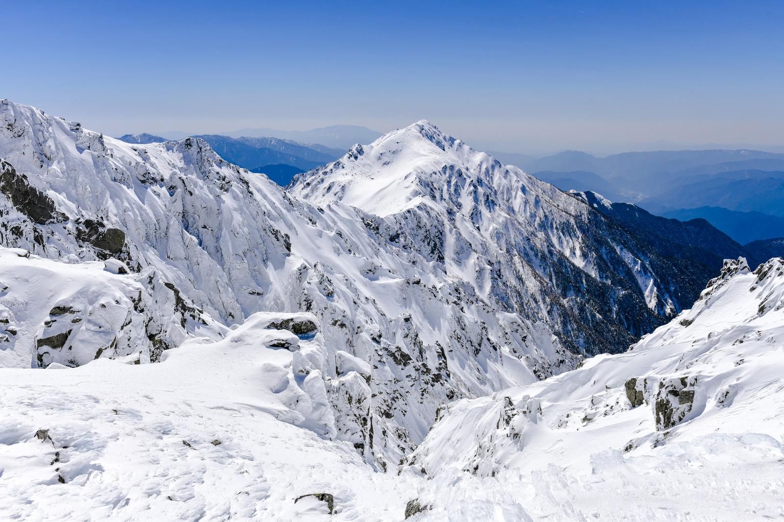 「青空と三ノ沢岳の遠景」の写真