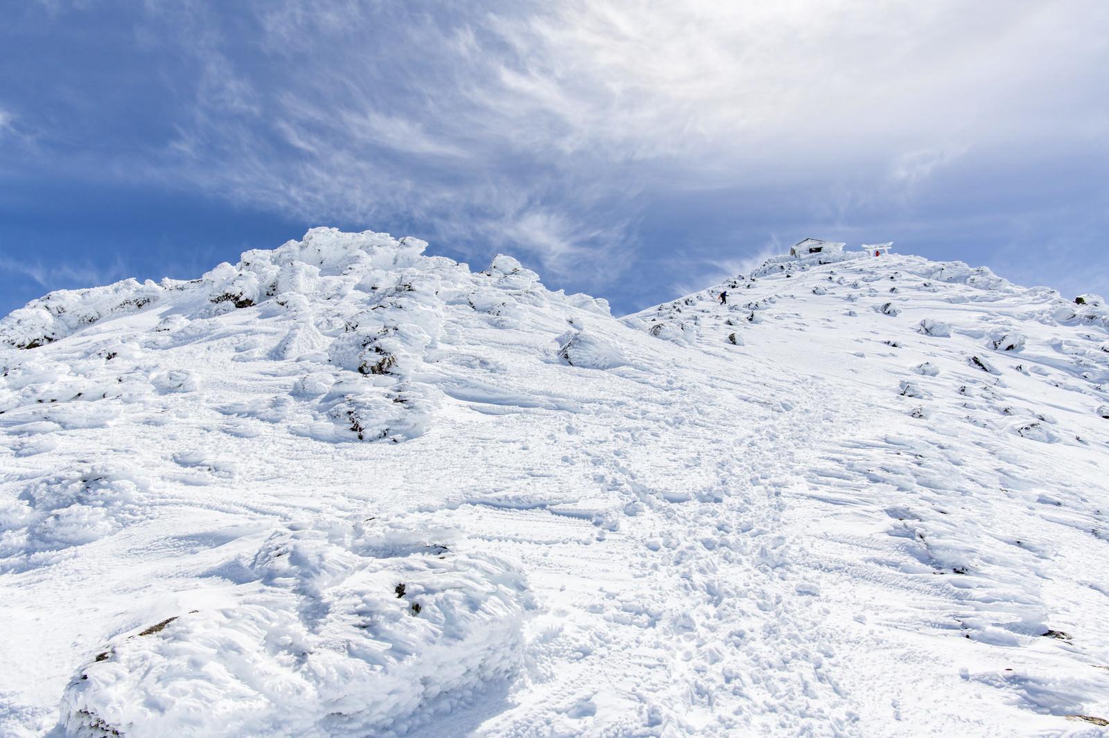「冬の乗鞍岳山頂を望む景色(飛騨山脈)」の写真