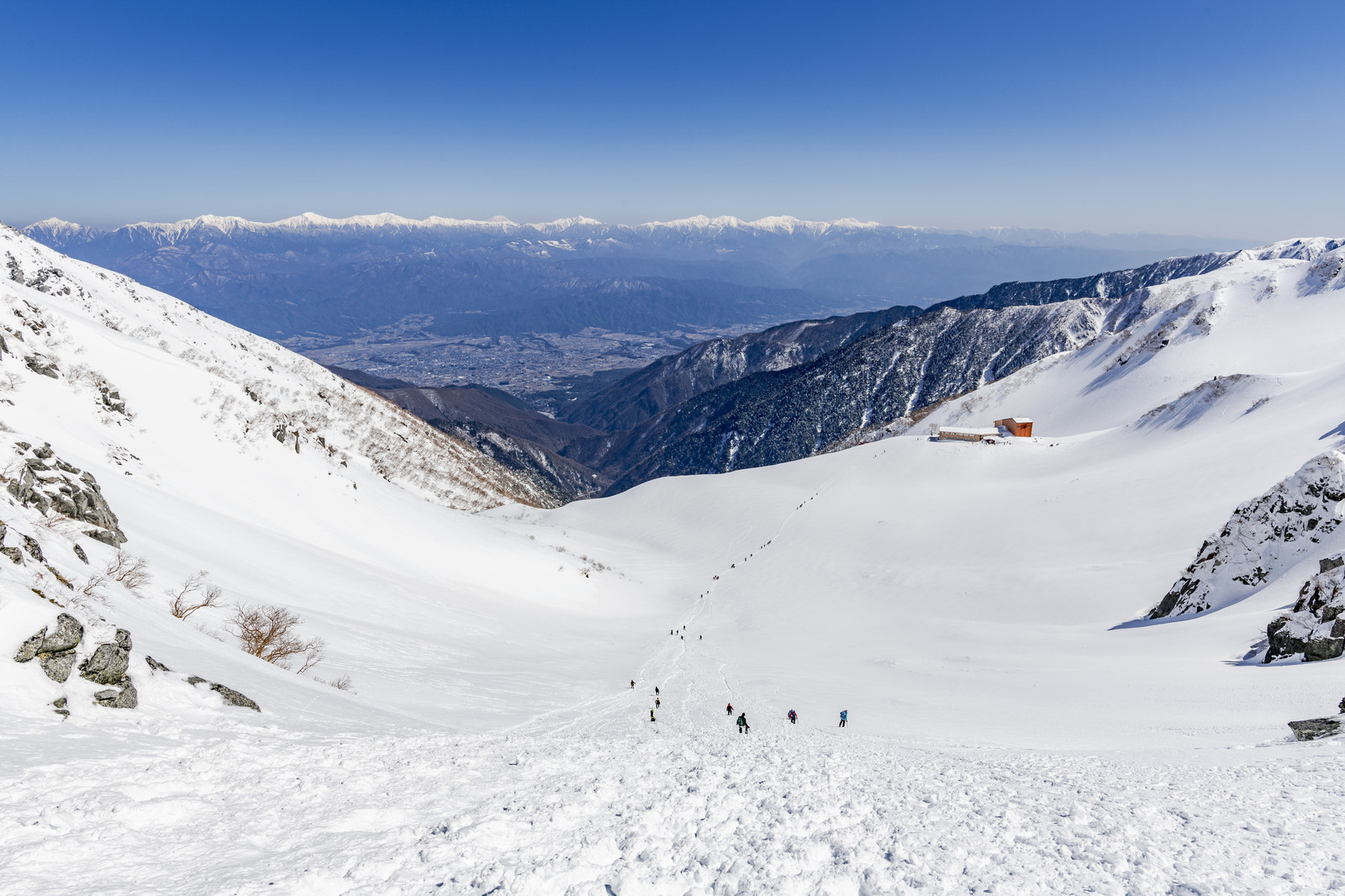 「冬の千畳敷カールから見た景色」の写真