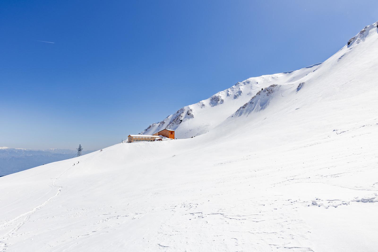 「冬の千畳敷ホテル(木曽駒ヶ岳)」の写真