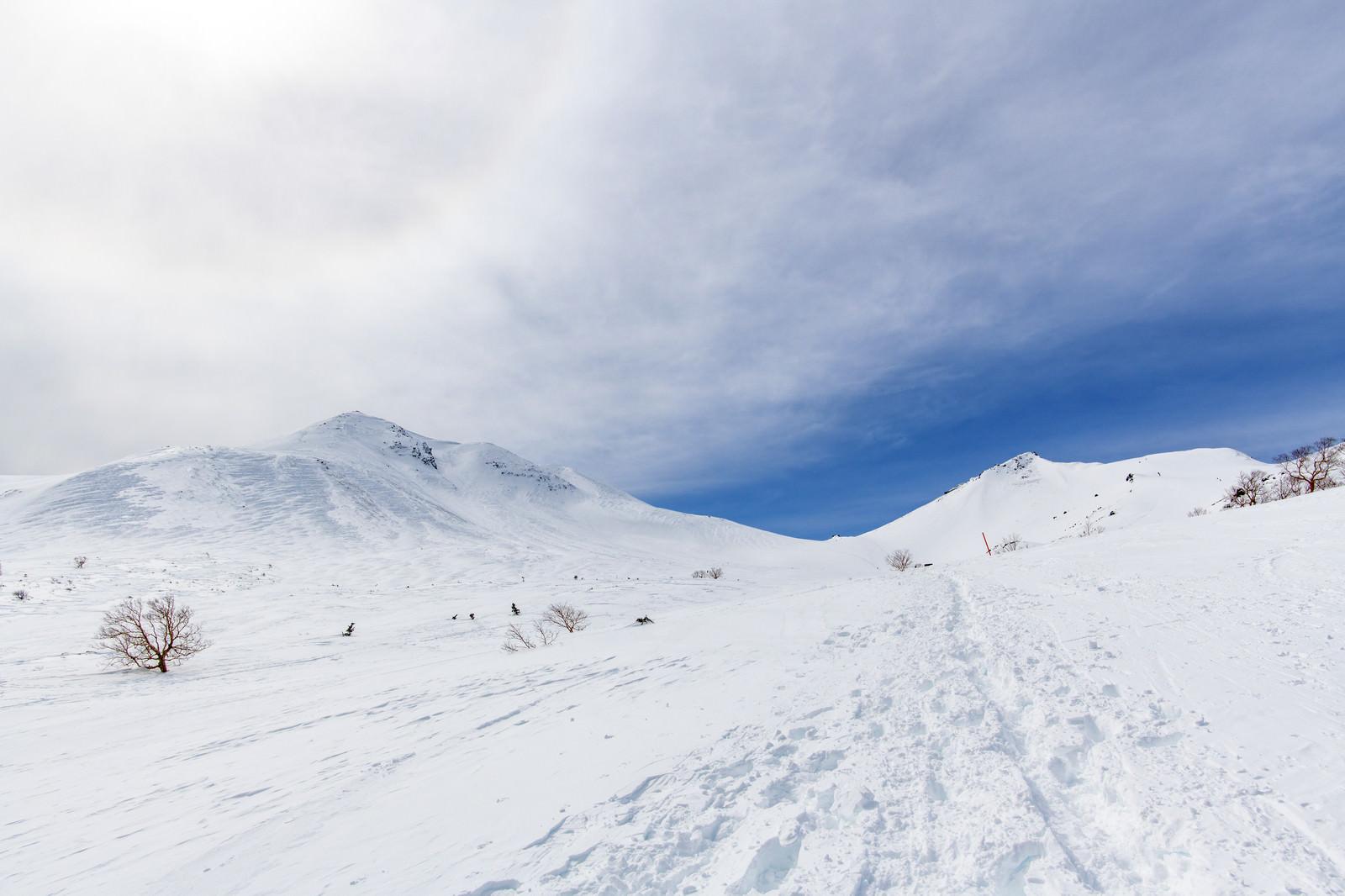 「巨大なハロと乗鞍岳の残る足跡」の写真