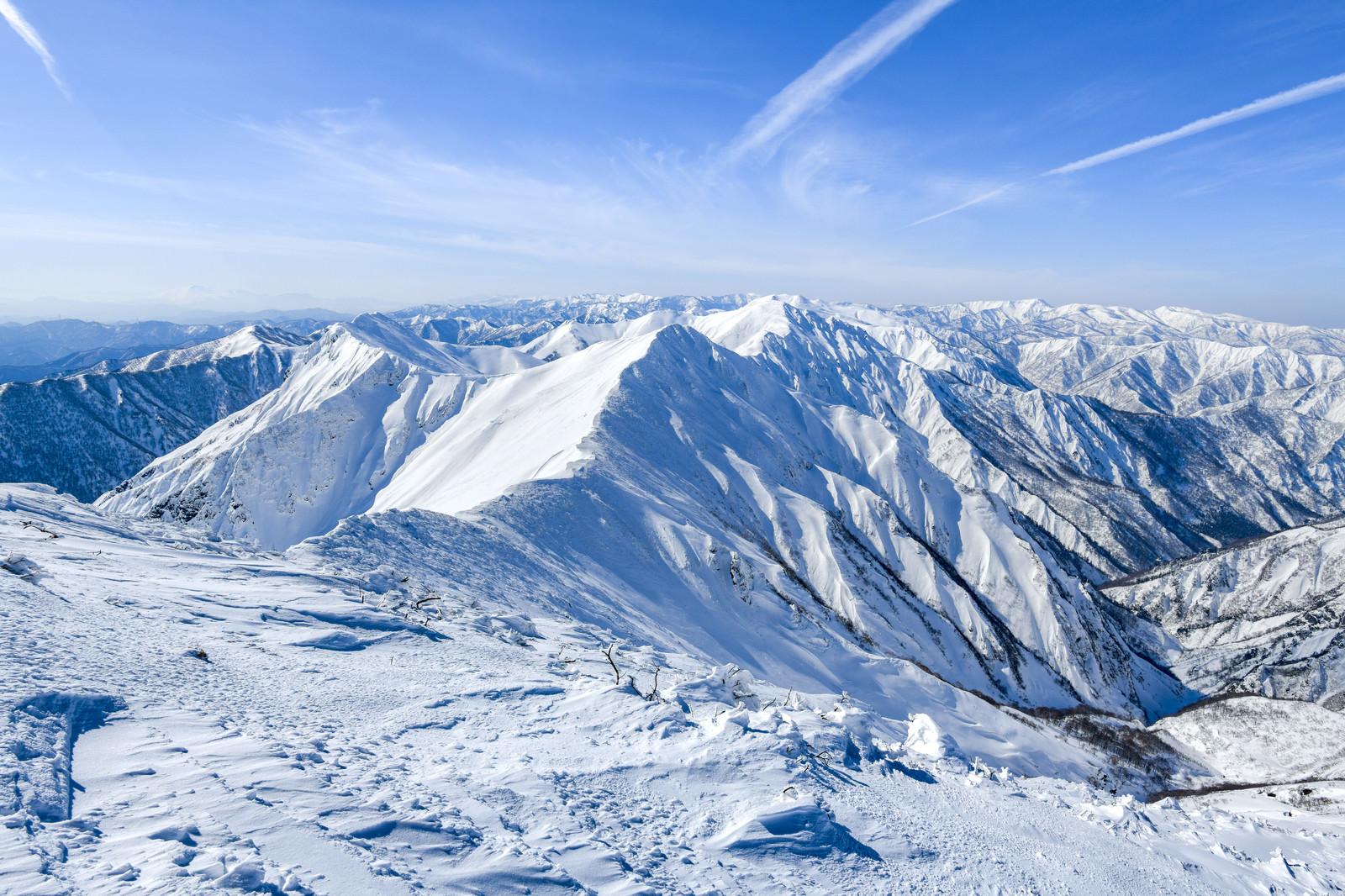 「冬の谷川岳主脈の景色」の写真