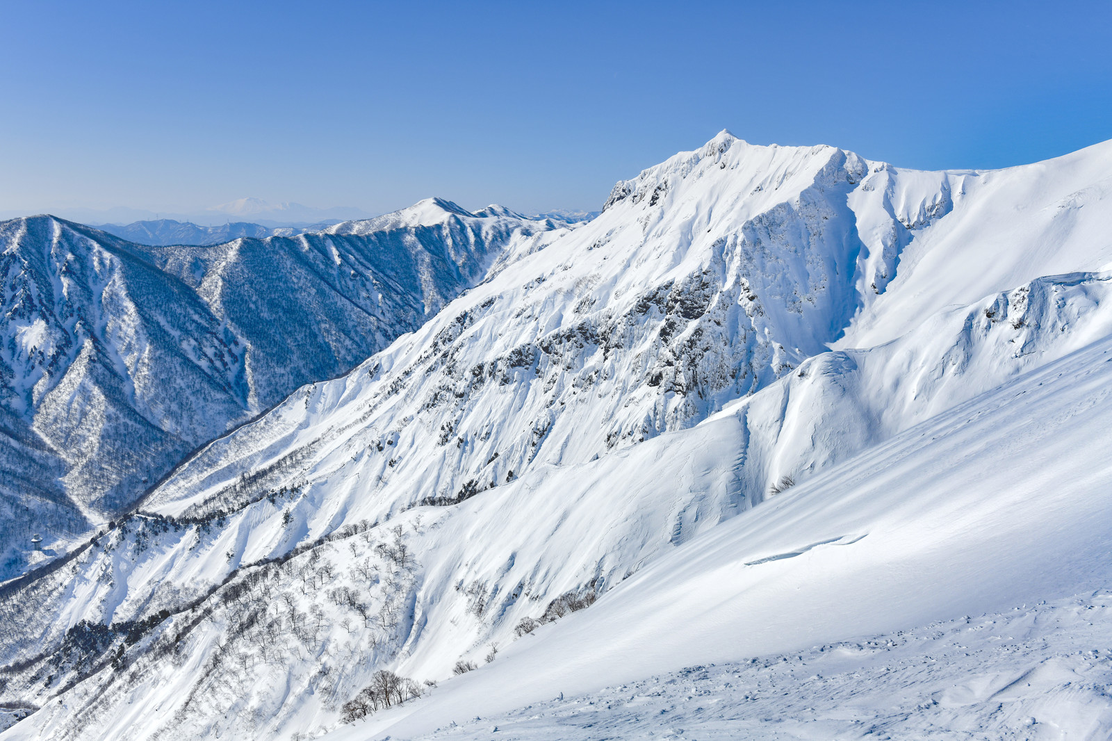 「冬の谷川岳登山道からの景色」の写真