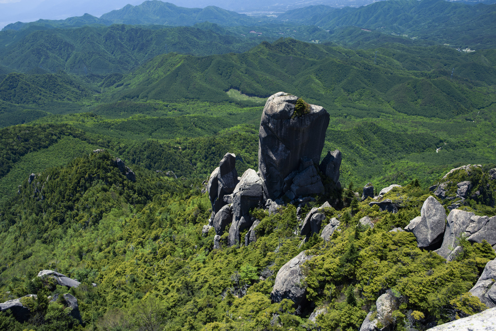 「瑞牆山の大ヤスリ岩」の写真