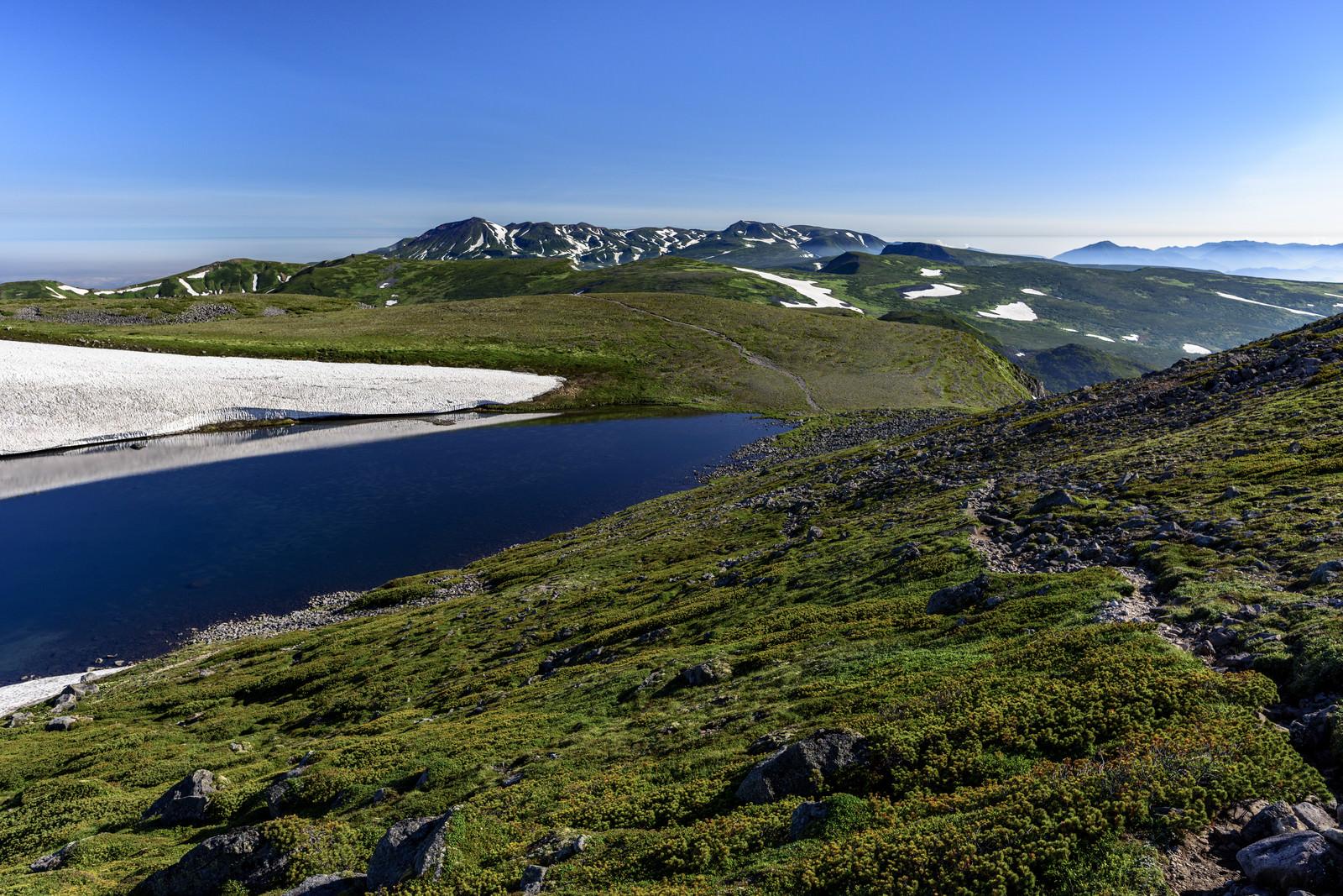 「トムラウシ北沼と大雪山北部」の写真