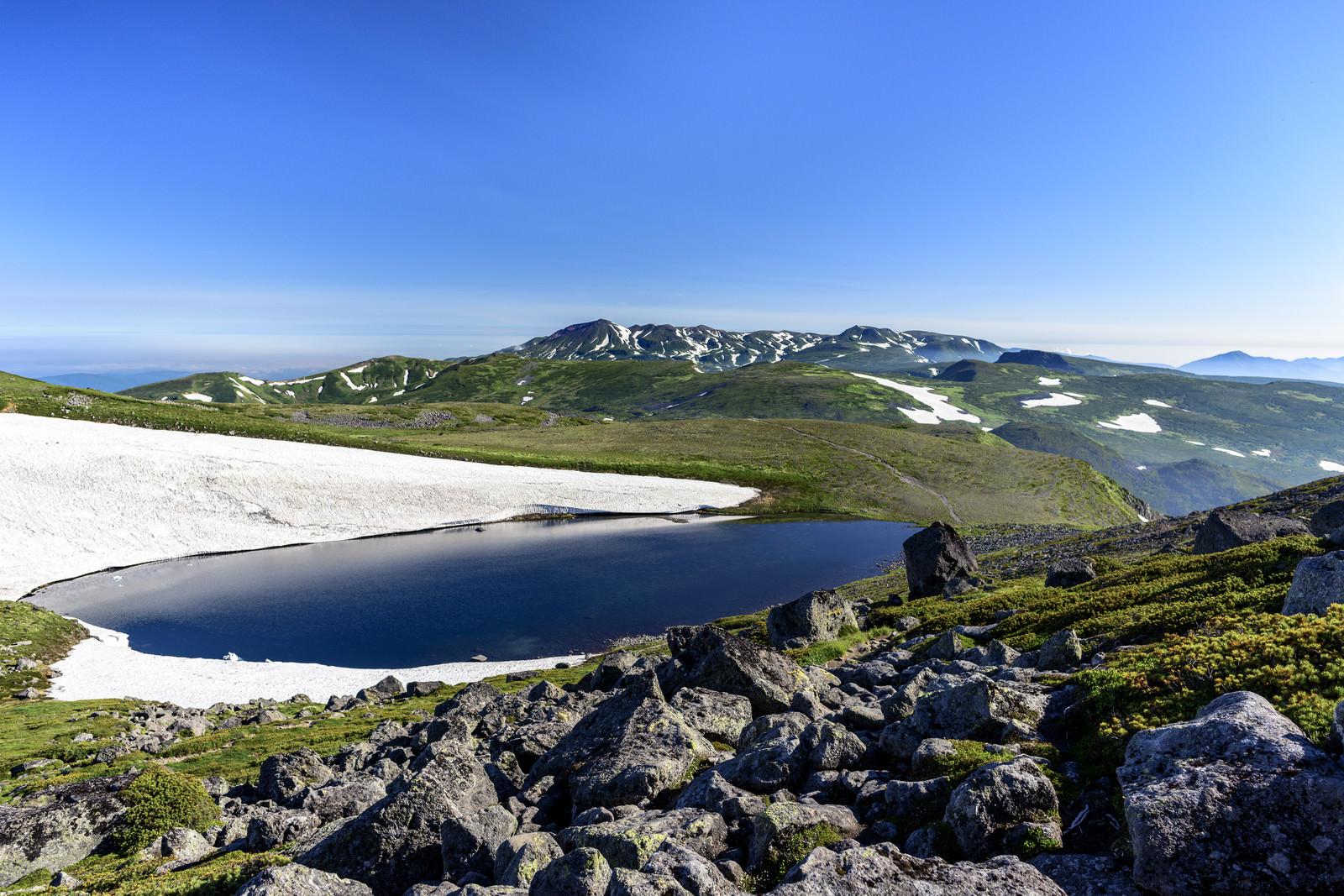 「大雪山北沼と大雪山の山々」の写真