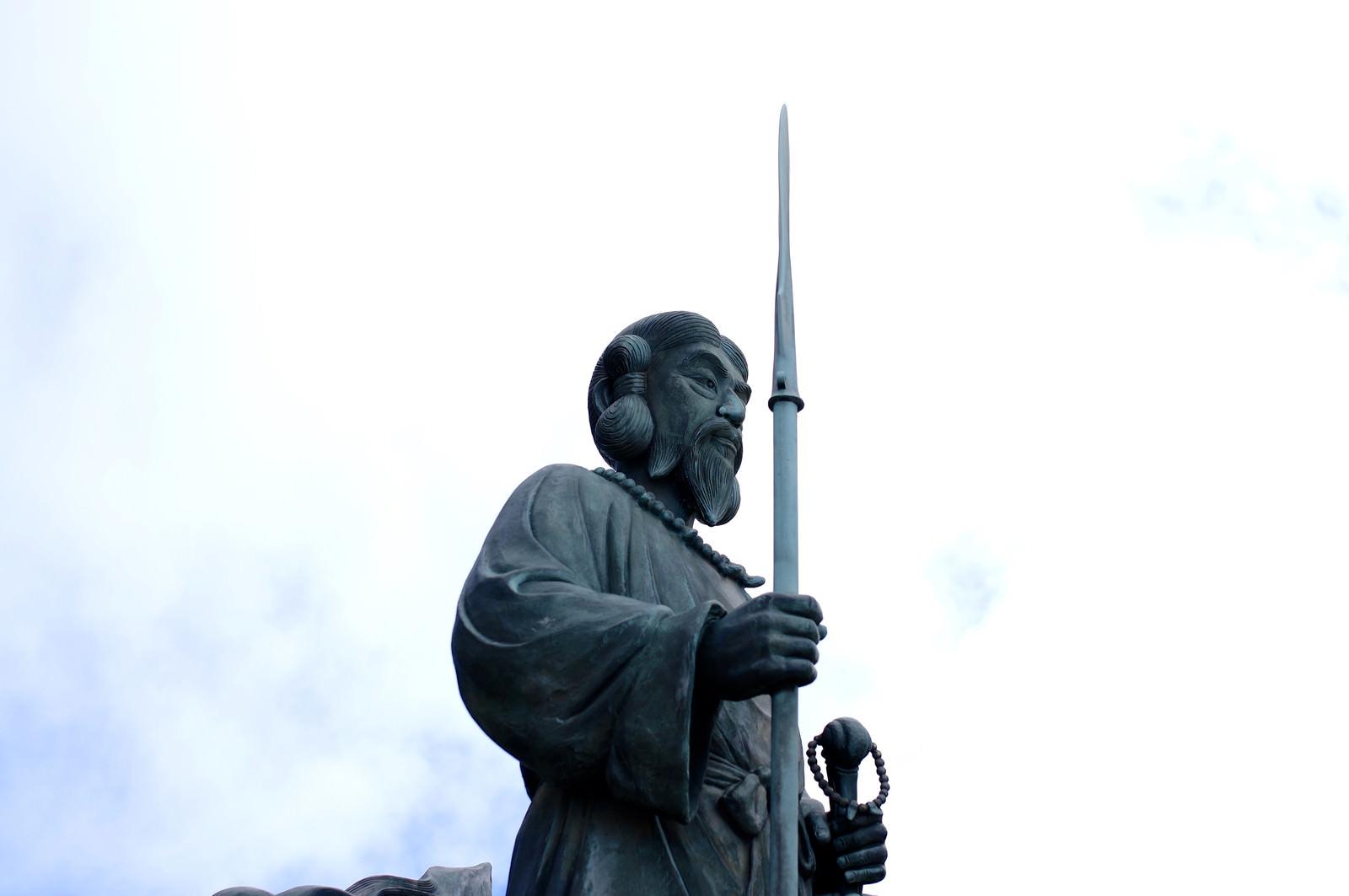 「男体山山頂の日本武尊(やまとたけるのみこと)」の写真