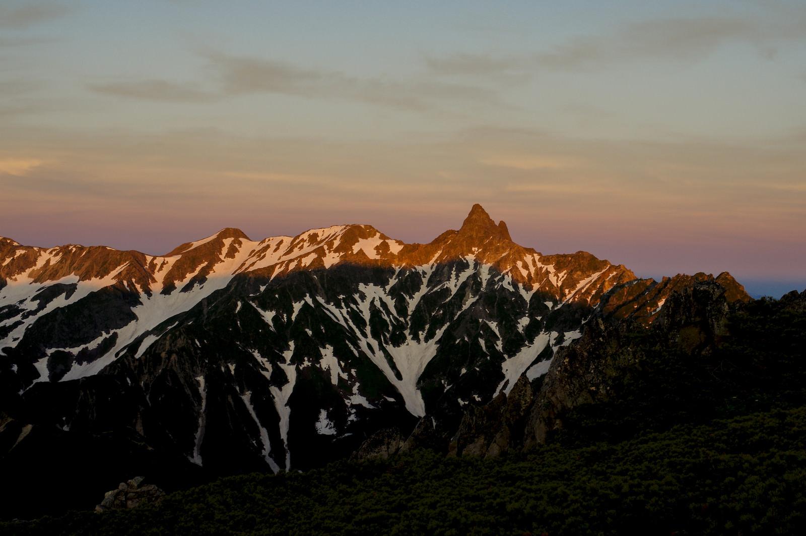 「朝日に燃える槍ヶ岳(常念岳)」の写真
