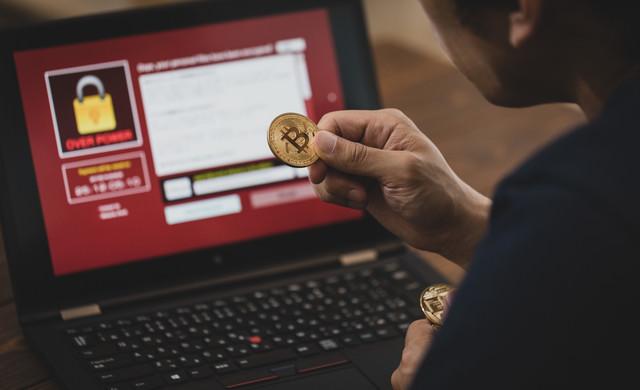「ランサムウェアに感染したのでビットコインを用意しました」のフリー写真素材
