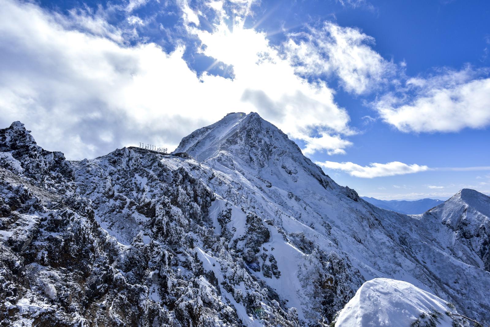 「冬の地蔵尾根から眺める赤岳」の写真