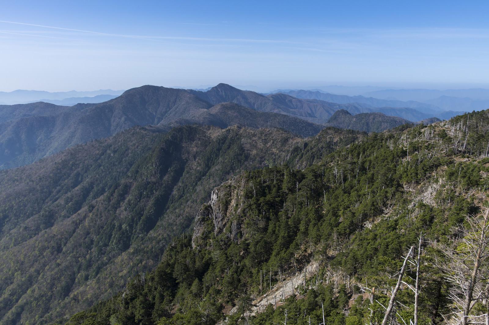 「八経ヶ岳から眺める大峰奥駈道南部」の写真