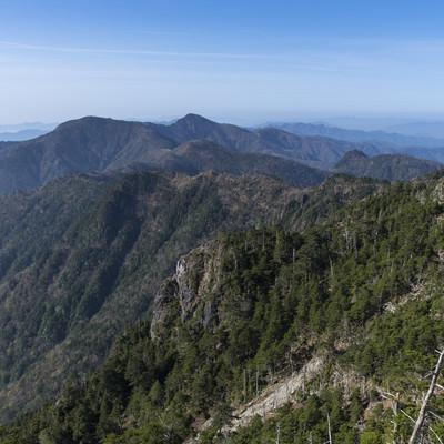 八経ヶ岳から眺める大峰奥駈道南部の写真