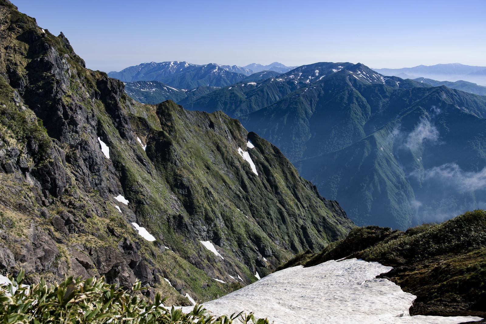 「西黒尾根から眺める白毛門」の写真