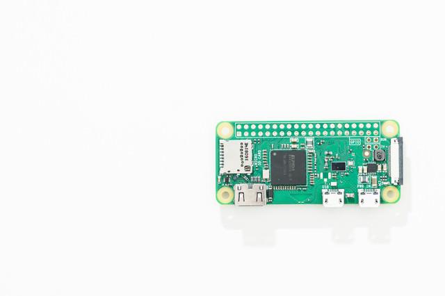 小型パソコン(Raspberry Pi Zero W)の写真