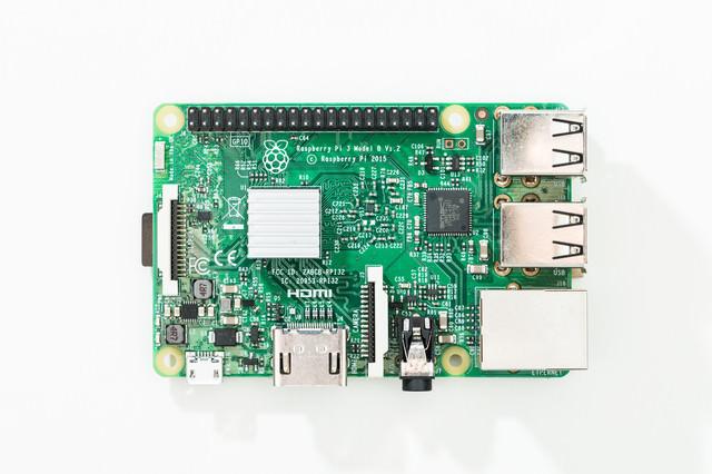 IoT開発に役立つ小型コンピューターの写真