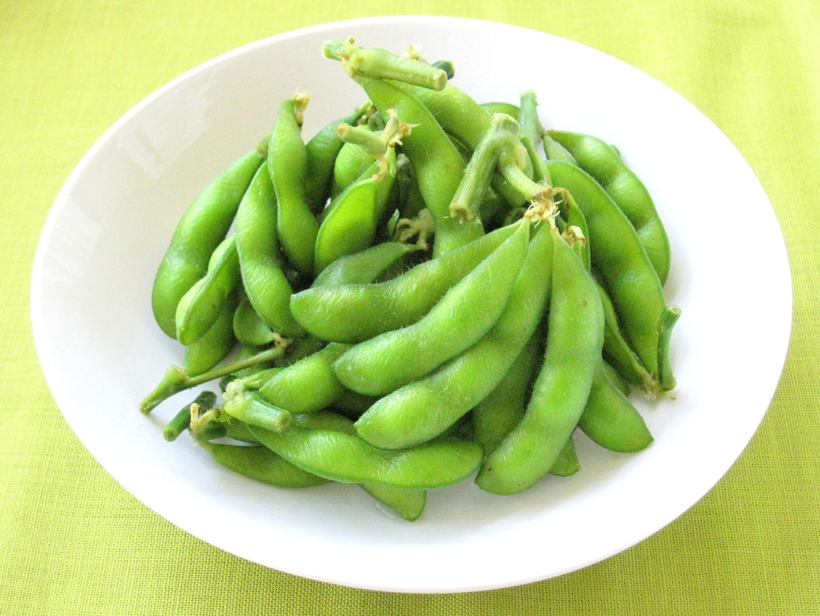 「枝つき枝豆」の写真