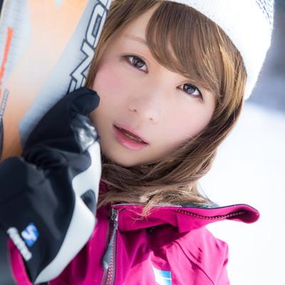 「ゲレンデ中のメンズを虜にしたスキー女子」の写真素材