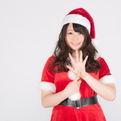 「女性サンタがクリスマスまであと6日をお知らせします!」の写真素材